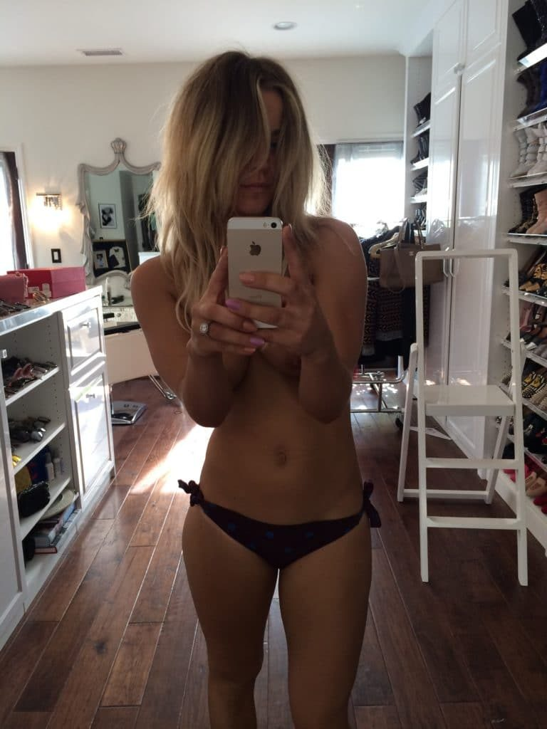 Kaley Cuoco topless photo
