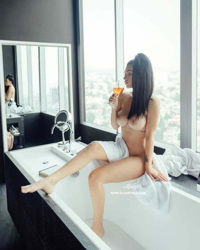 Brenda Zambrano nude boobs
