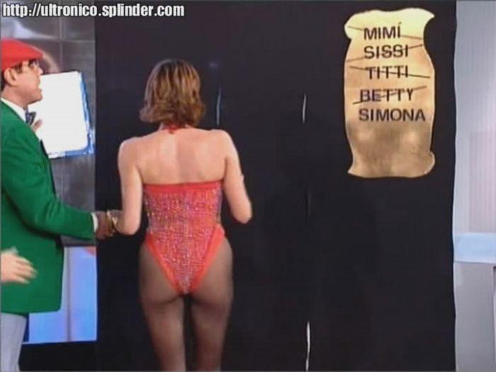 Simona Ventura Upskirt